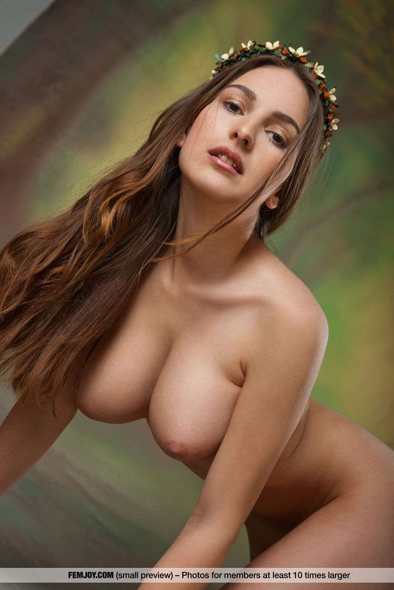 This girl has prurient big titties and Brown eye
