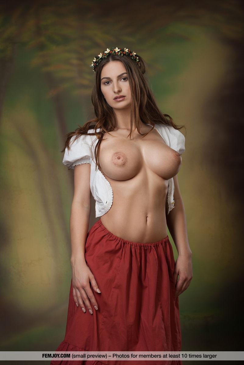 Model of Karla S. in garmentless sessions