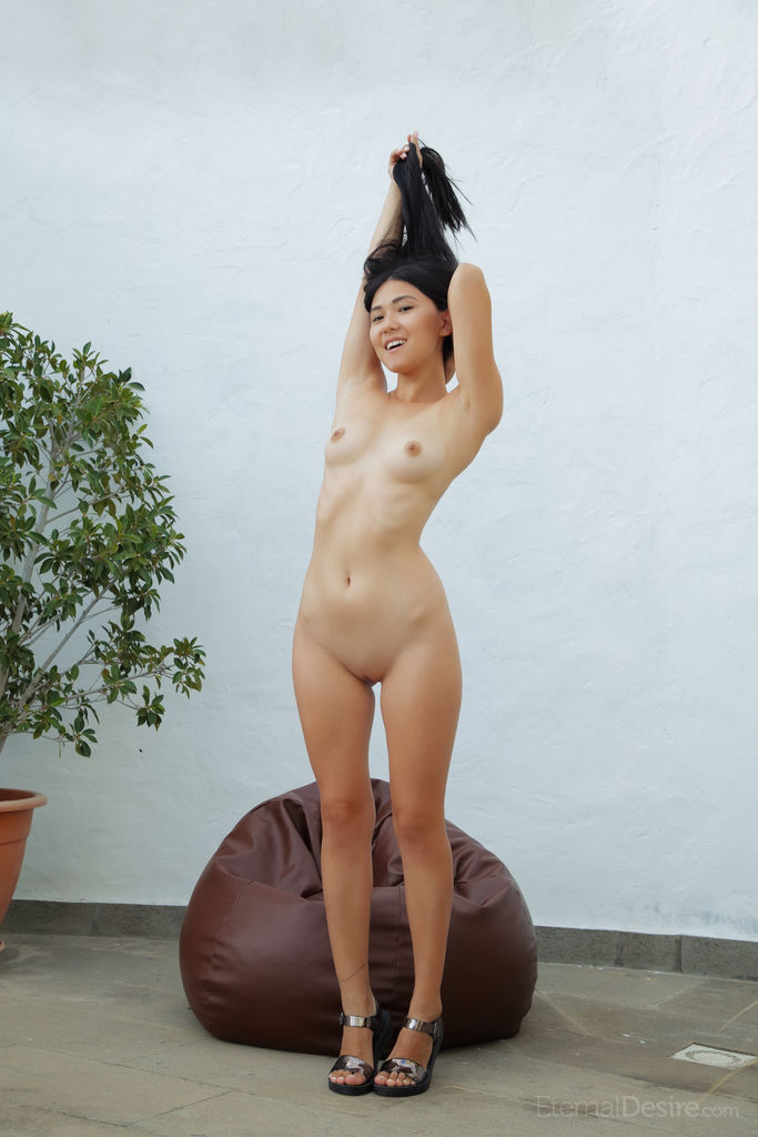 Model of Kimiko in wearing only a smile sessions
