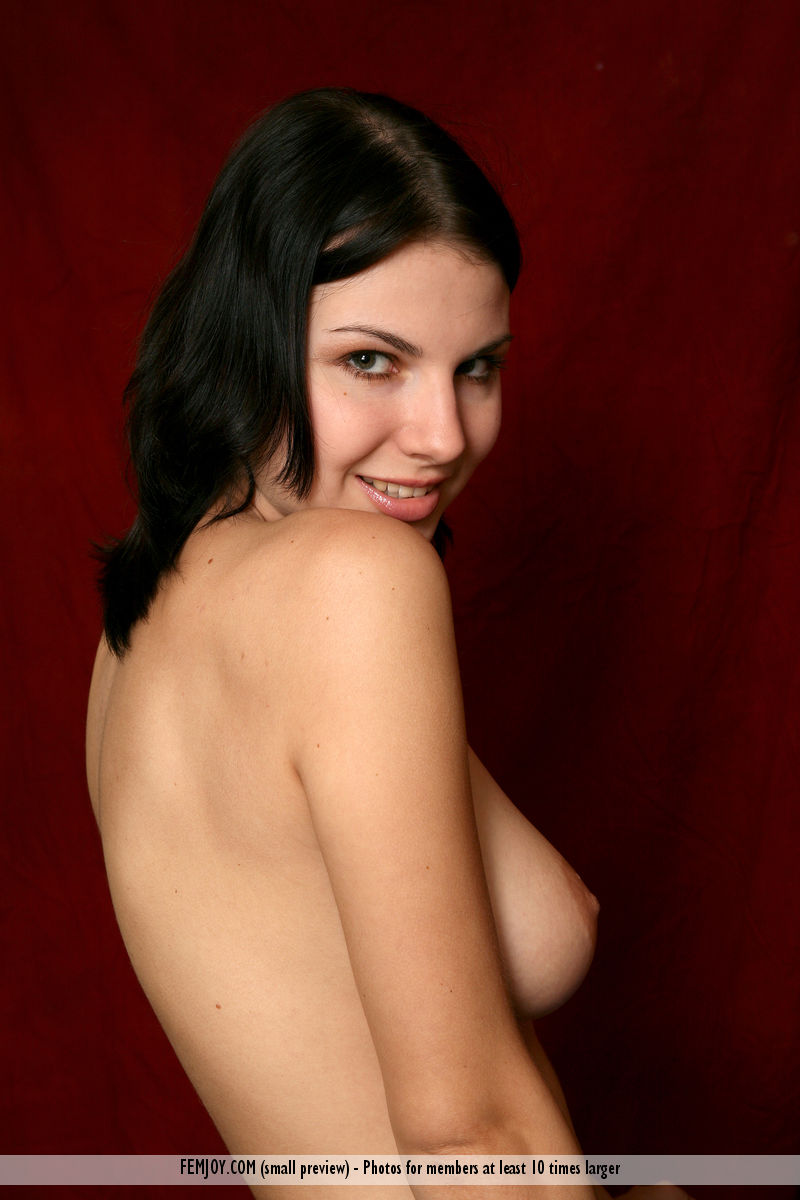 Laura magnificent small naturaltitties pix