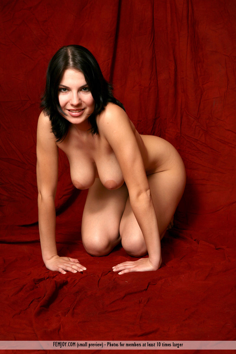 Model of Laura in undraped sessions