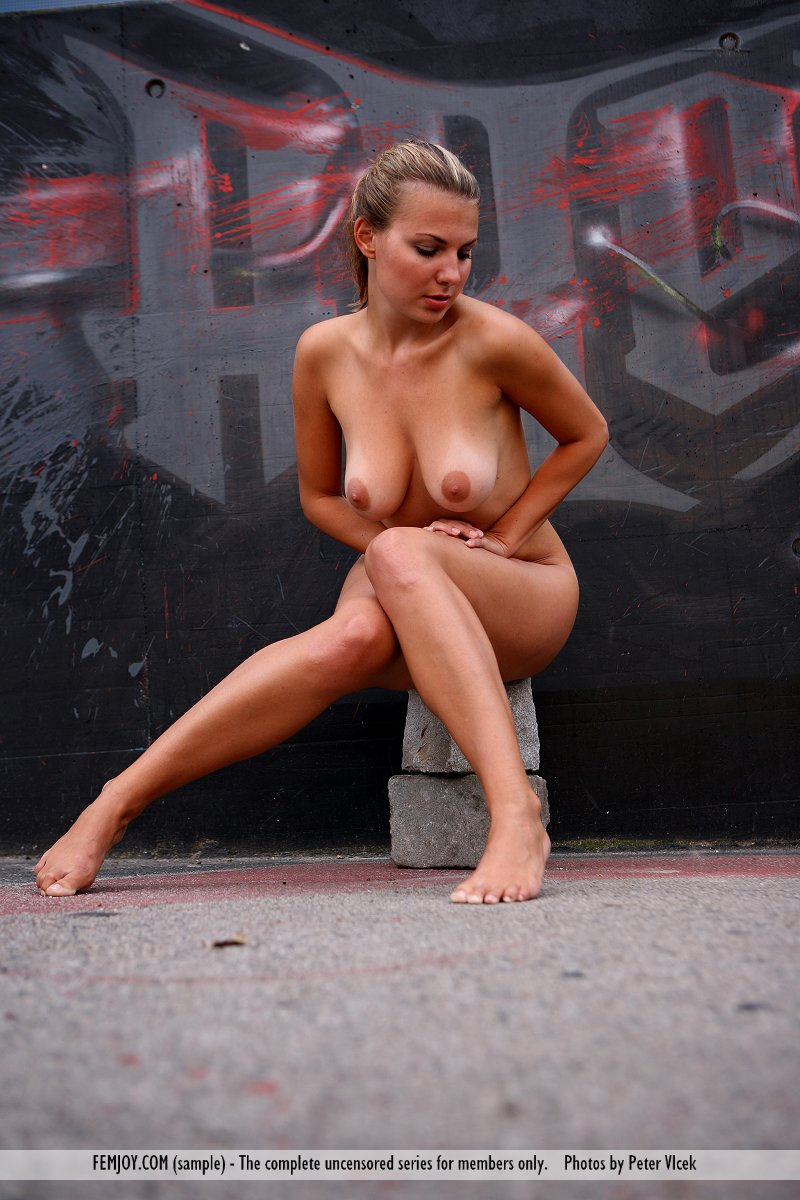 Model of Laura in unclad sessions