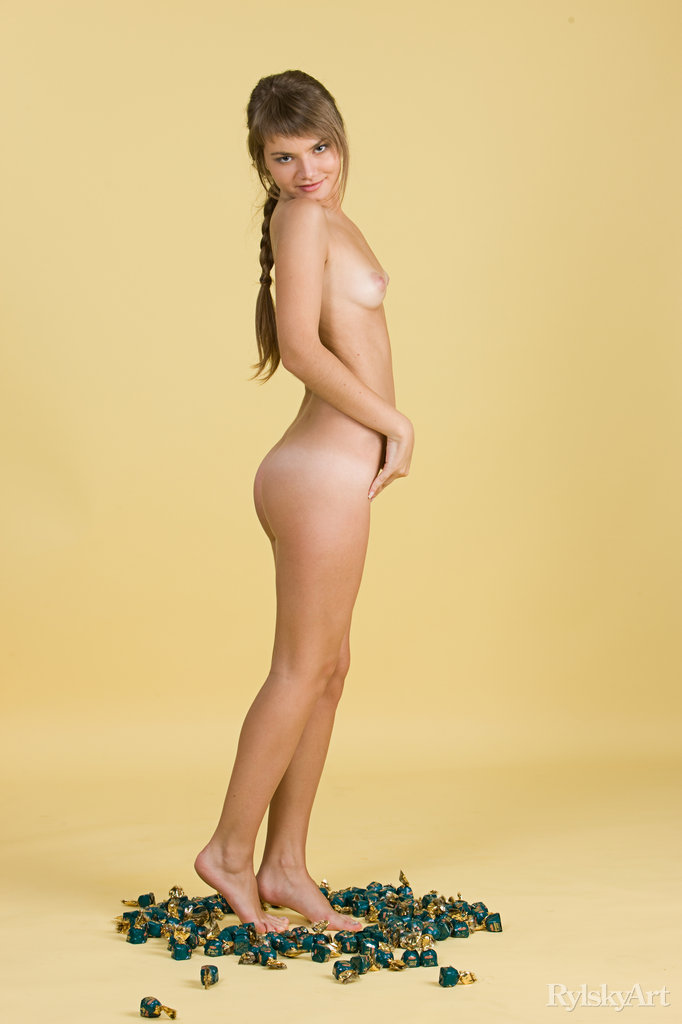 Laura in lecherous photo sessions for free