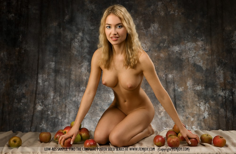 Lia in titillating photo HD for free of cost