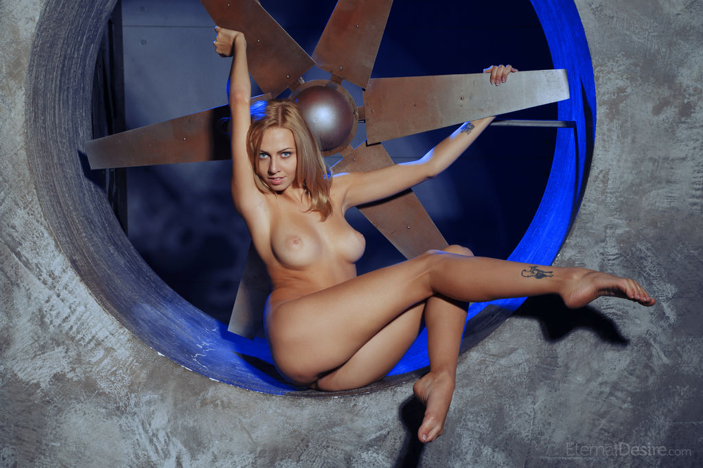 Model of Lija in undressed sessions