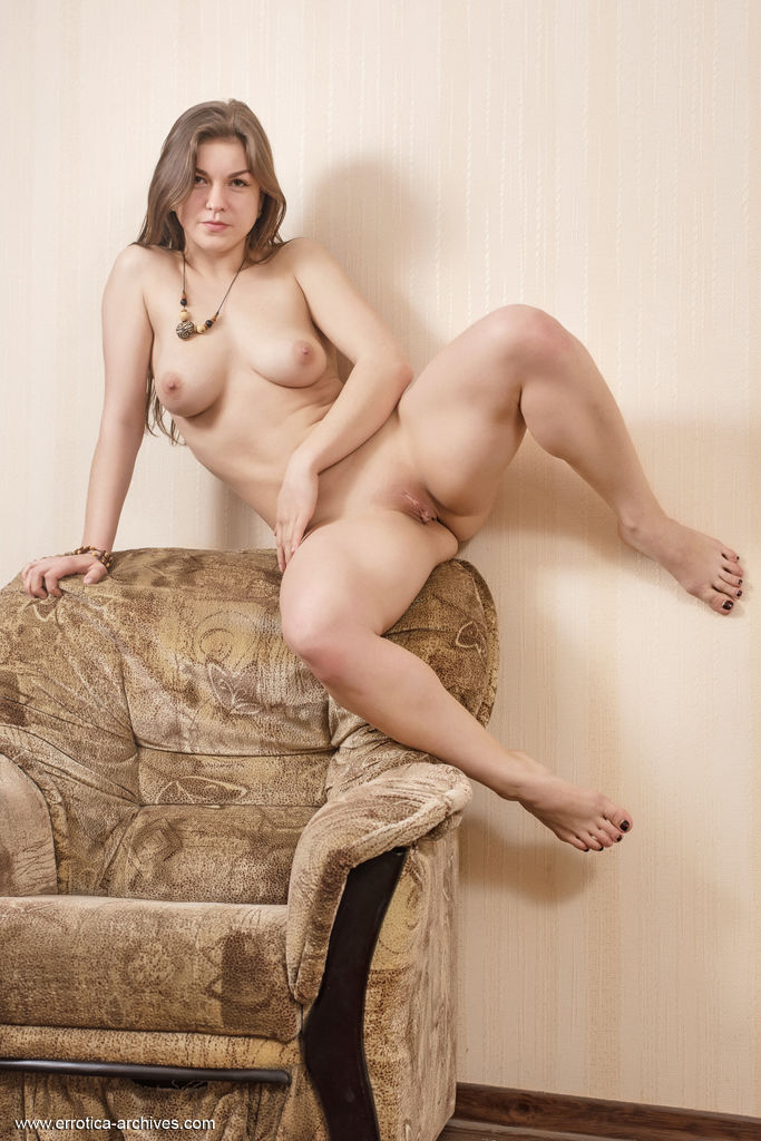 unclad big breasts pic