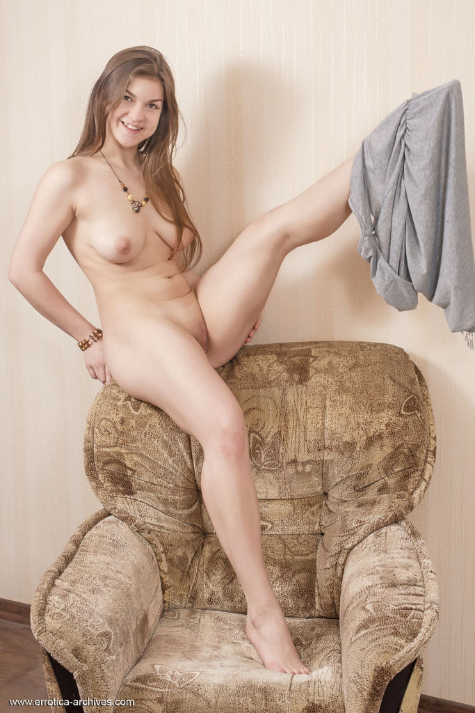 Best hot model Lili K in disrobed sessions