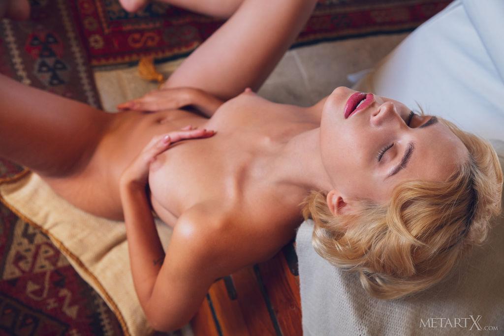 High resolution bare-skinned shot