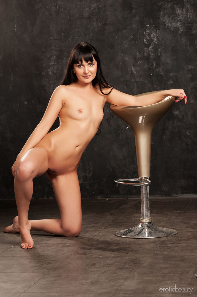 Lina N in raunchy photo sessions for free of cost