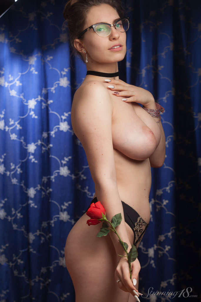 Best inviting model Liza Loo for adult only sessions