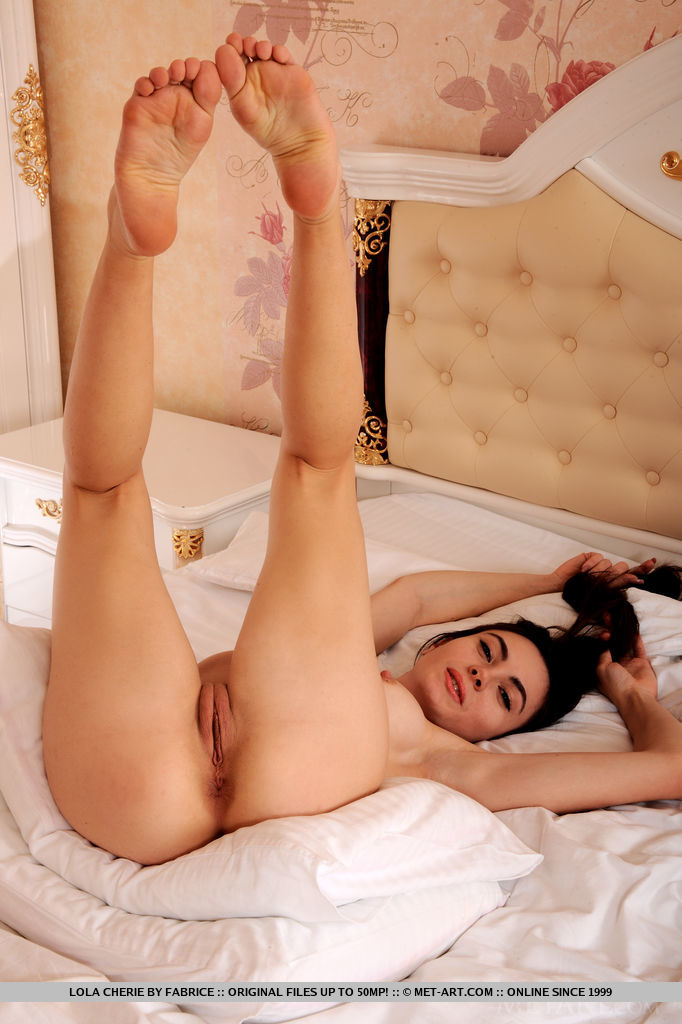 Finally In Bed MetArt is spine-tingling Lola Cherie