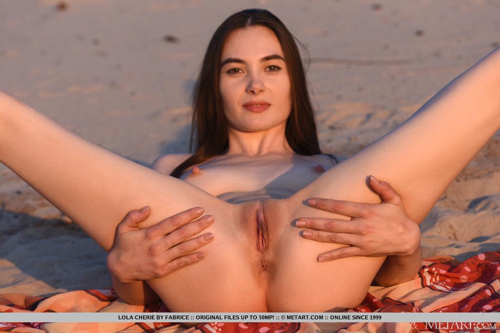 Best amatory model Lola Cherie in bare-skinned sessions