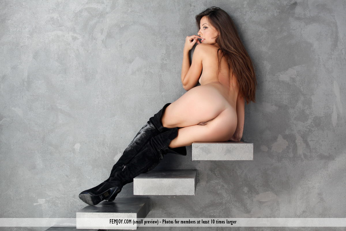 Model of Lorena G. in undressed sessions