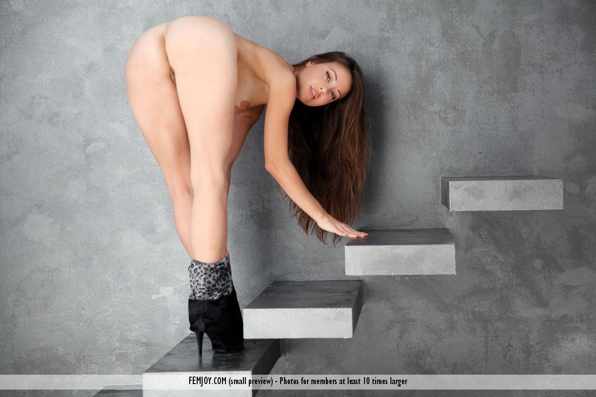 Lorena G. in bald pix