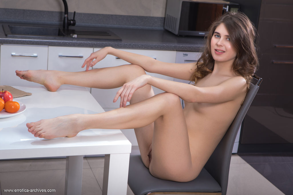 Luna Pica in naked photo