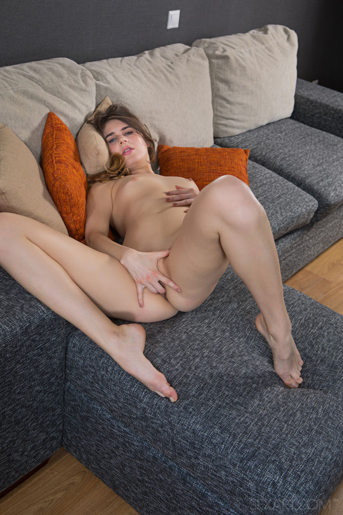 unclad small naturaltits slide for chargeless