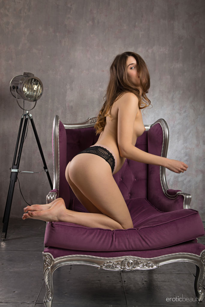 Best prurient model Luna Pica in skin sessions