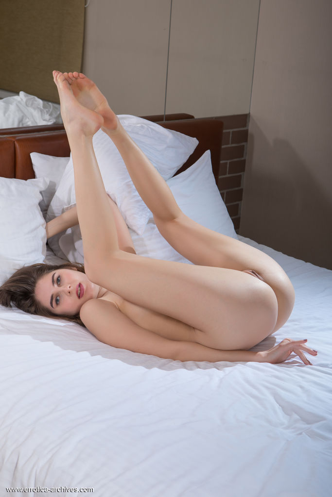 Model of Luna Pica in unclothed sessions