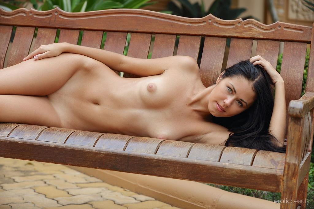undressed photo gallery of  Macy B