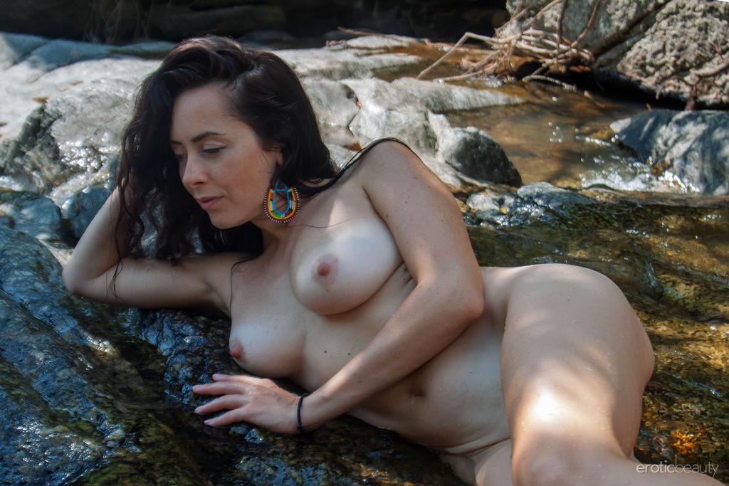 This damsel has hair-raising large breasts and Brown hair
