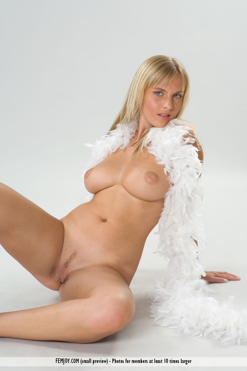 Best mature model Magdalene for adult only sessions