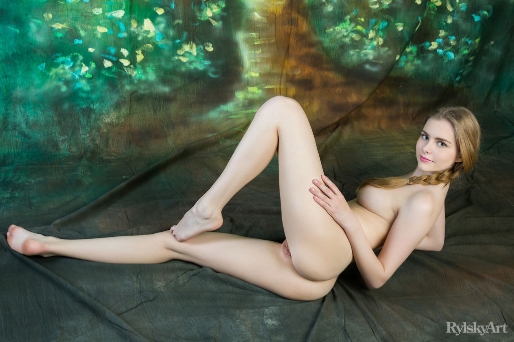 Marit in sensual photo sessions for free