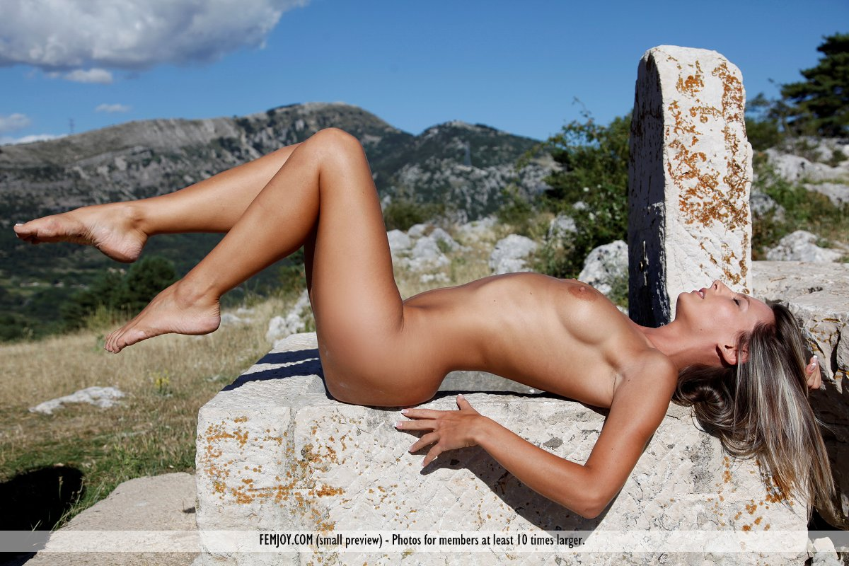 On the cover of What A Lady FemJoy is awe-inspiring Melissa