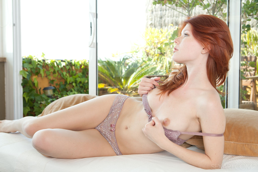 Mia Sollis in kissable photo sessions for chargeless