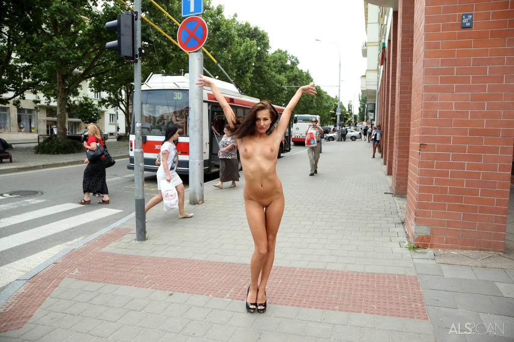 Michaela Isizzu in titillating photo sessions for gratis
