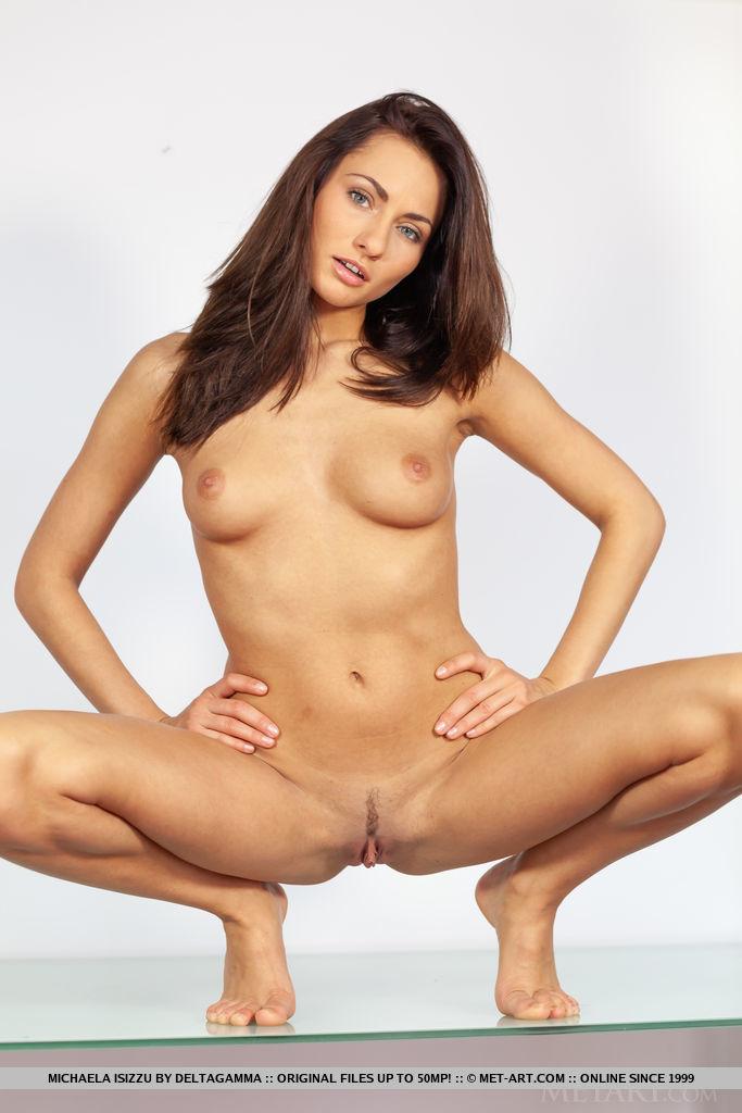 This woman has medium titties and Blue eye