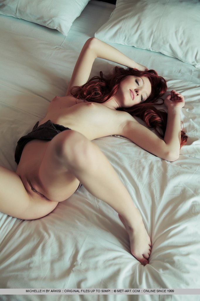 naked photo gallery of  Michelle H