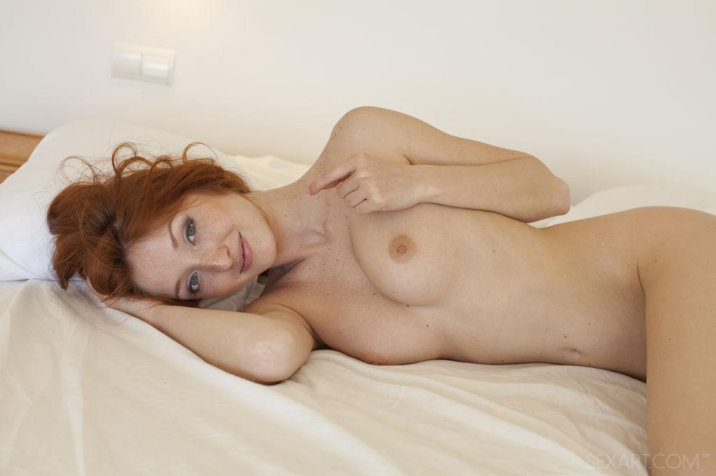 Michelle H medium titties pix