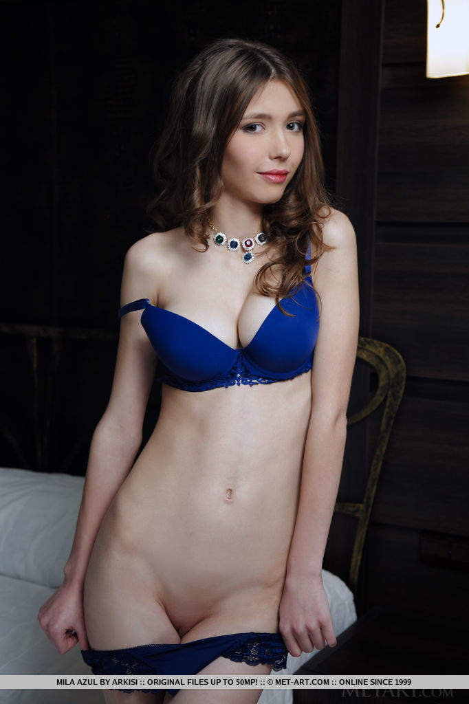 unclothed photo gallery of  Mila Azul