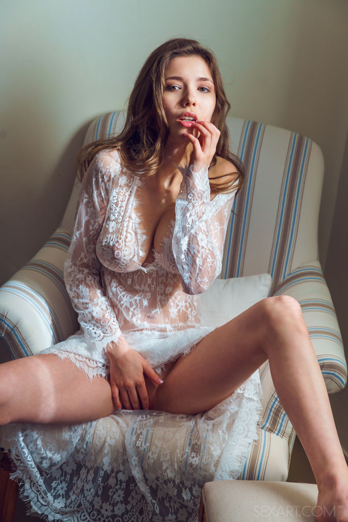 Model of Mila Azul in stark sessions