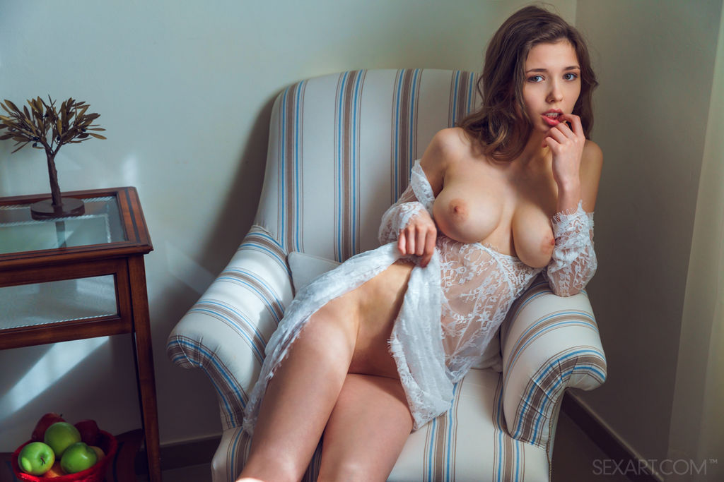 Model of Mila Azul in in one-s skin sessions