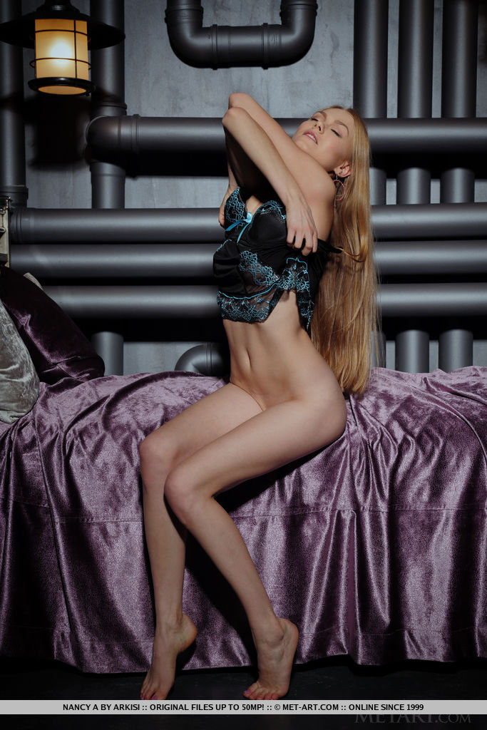 Model of Nancy A in nude sessions