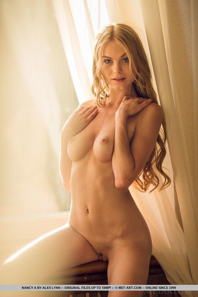 Best resolution naked image