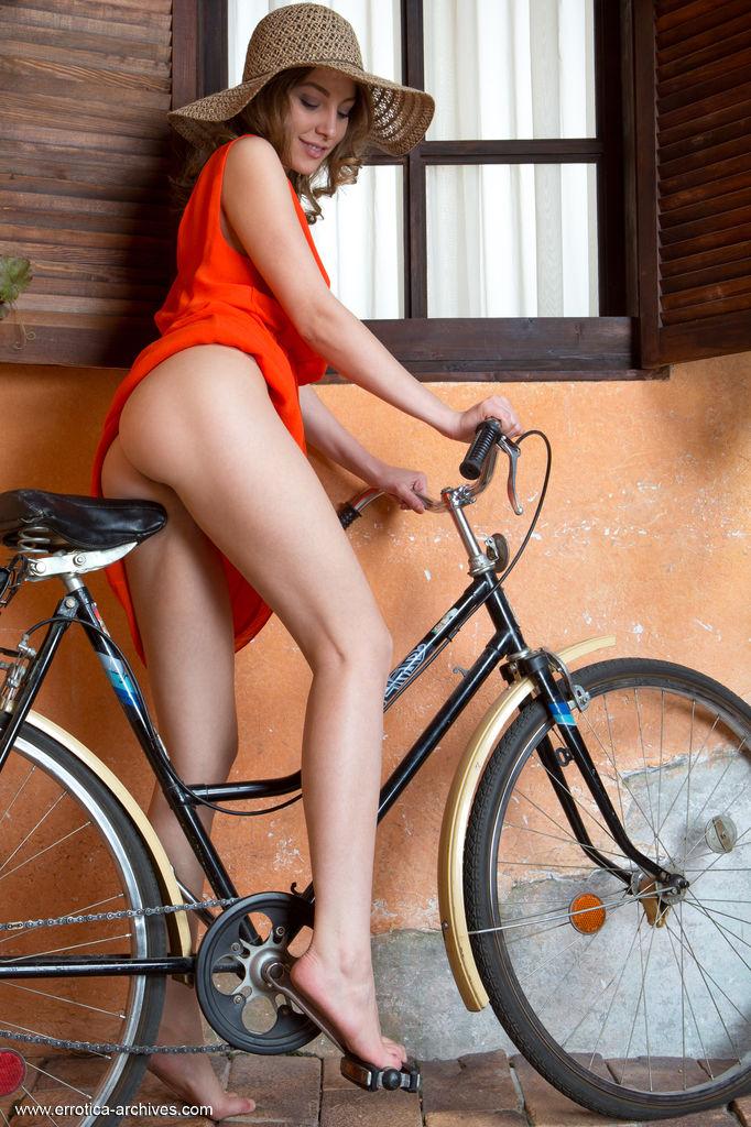 buck naked photo gallery of  Nikia A
