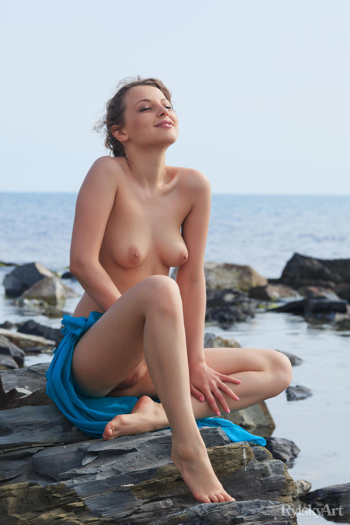 This woman has marvelous small naturaltitties snapshot