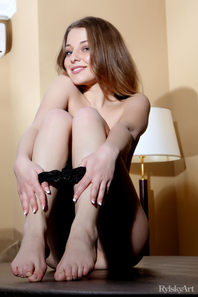 Nikia in amorous photo sessions for freebie