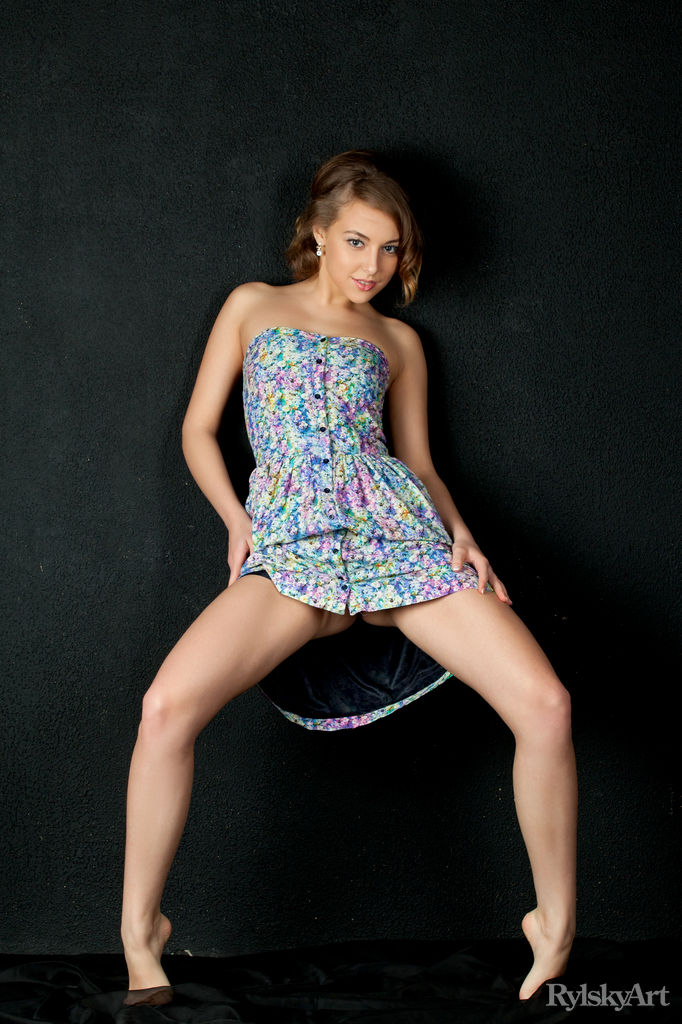 Nikia in sexy photo HD for free of cost