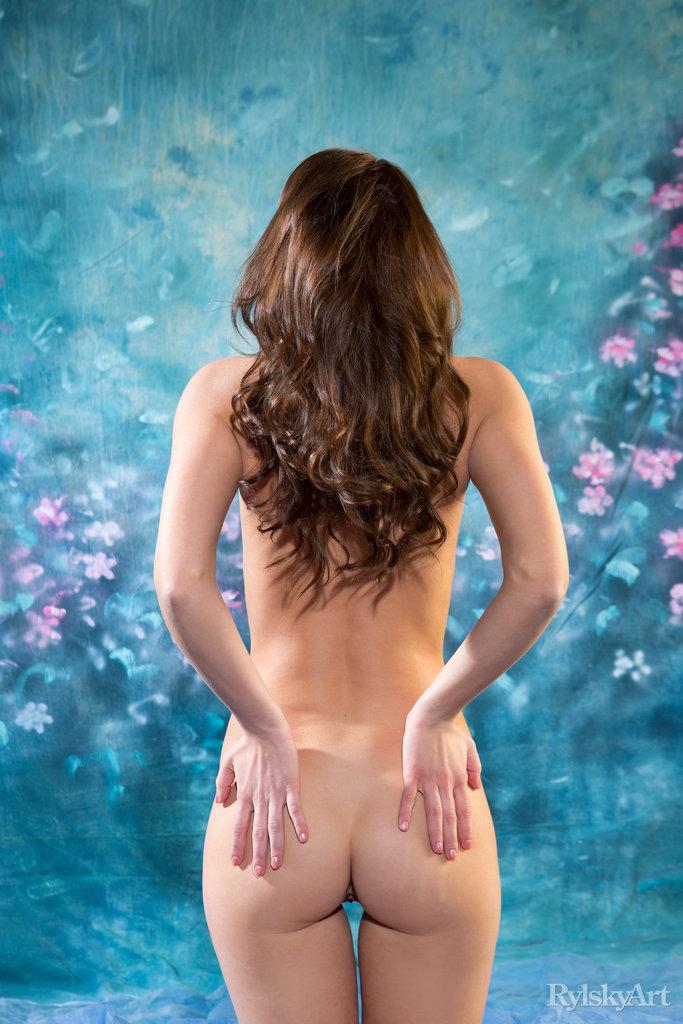 bare-skinned small tits snapshot