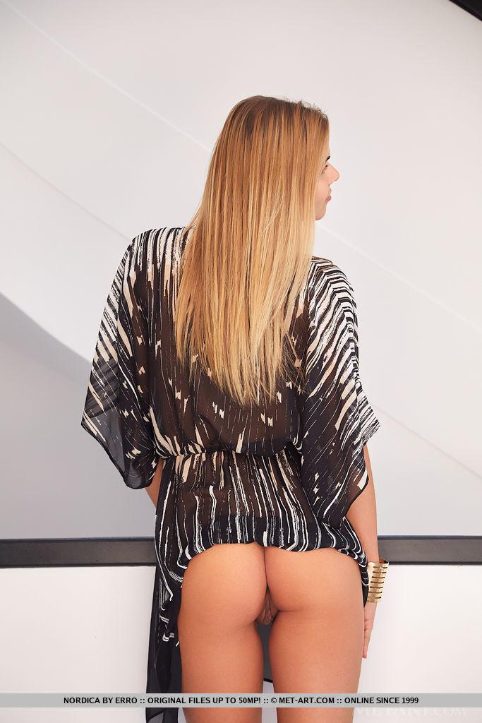 This woman has shocking medium natural boobs and Blonde hair