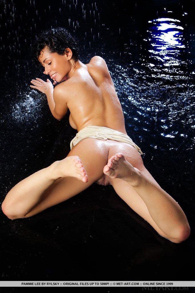 Model of Pammie Lee in garmentless sessions