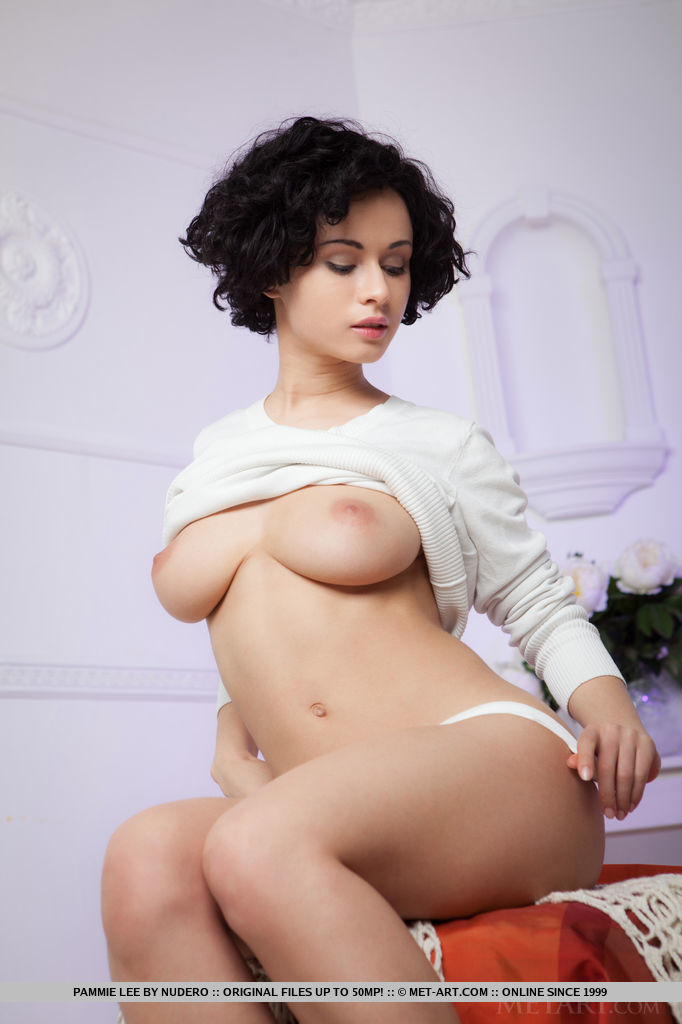 Pammie Lee in erotic photo sessions for gratuitous