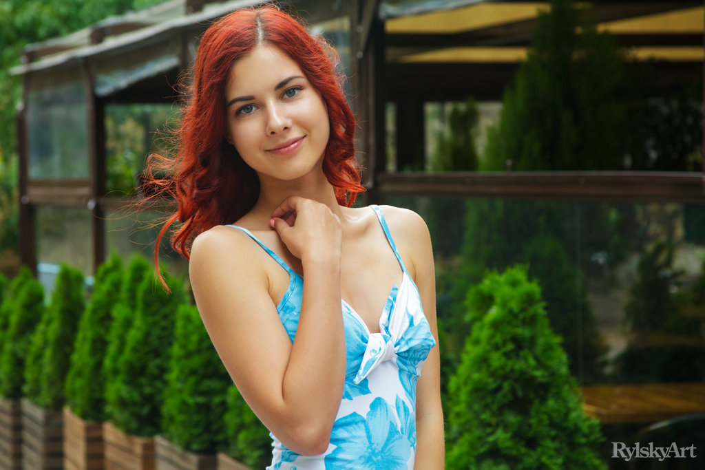 Pearl Ami in flirtatious photo HD for freebie