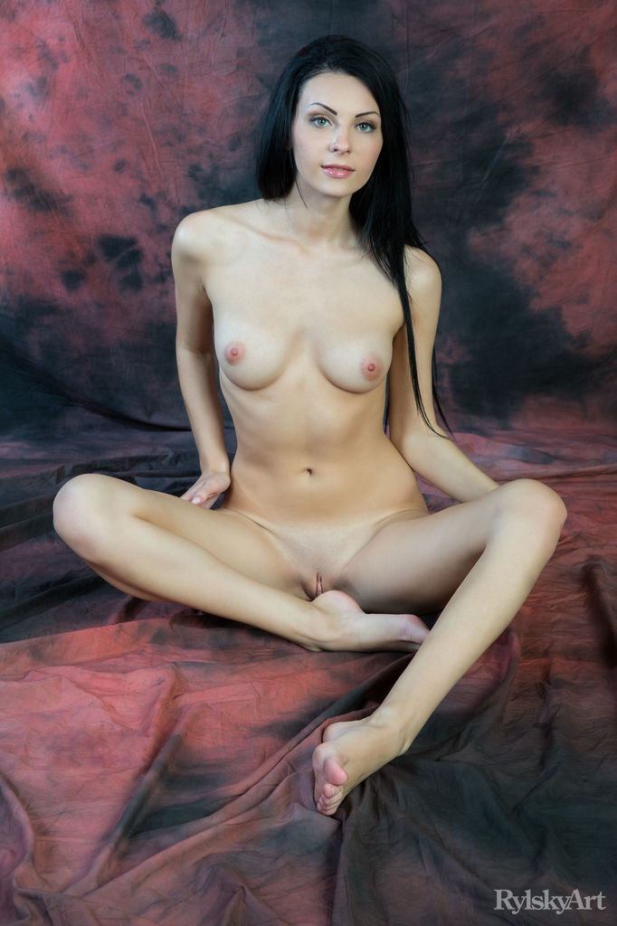 Rafaella in impassioned photo sessions for free of cost
