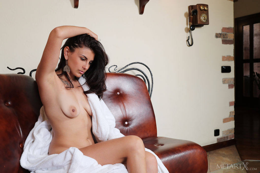 Remira Rivas in stimulating photo sessions for freebie