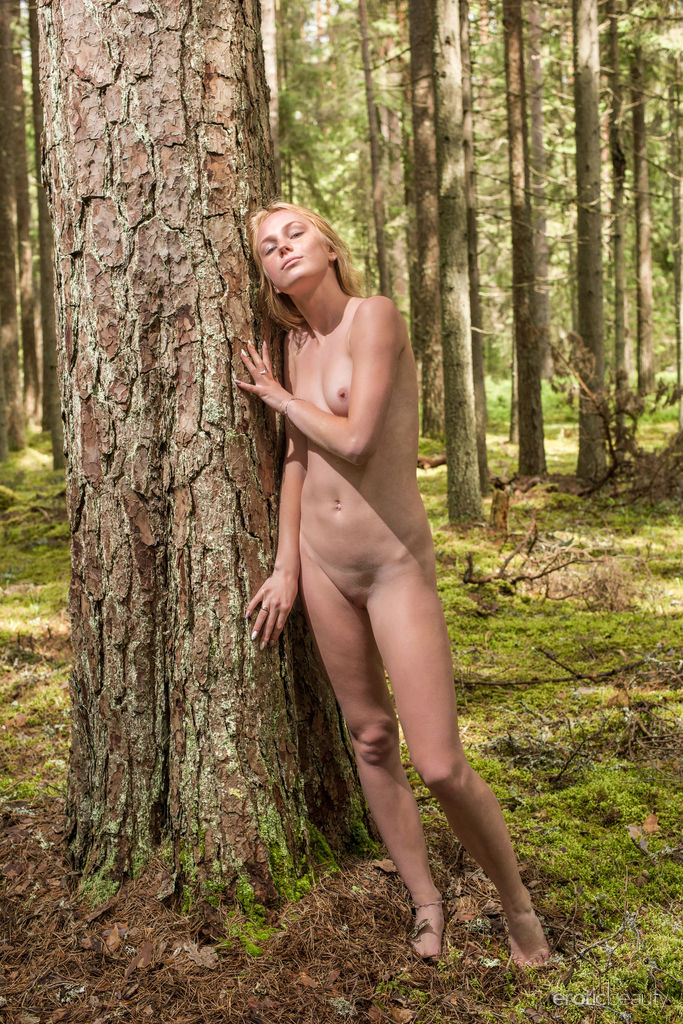 Runa in lewd photo HD for gratis