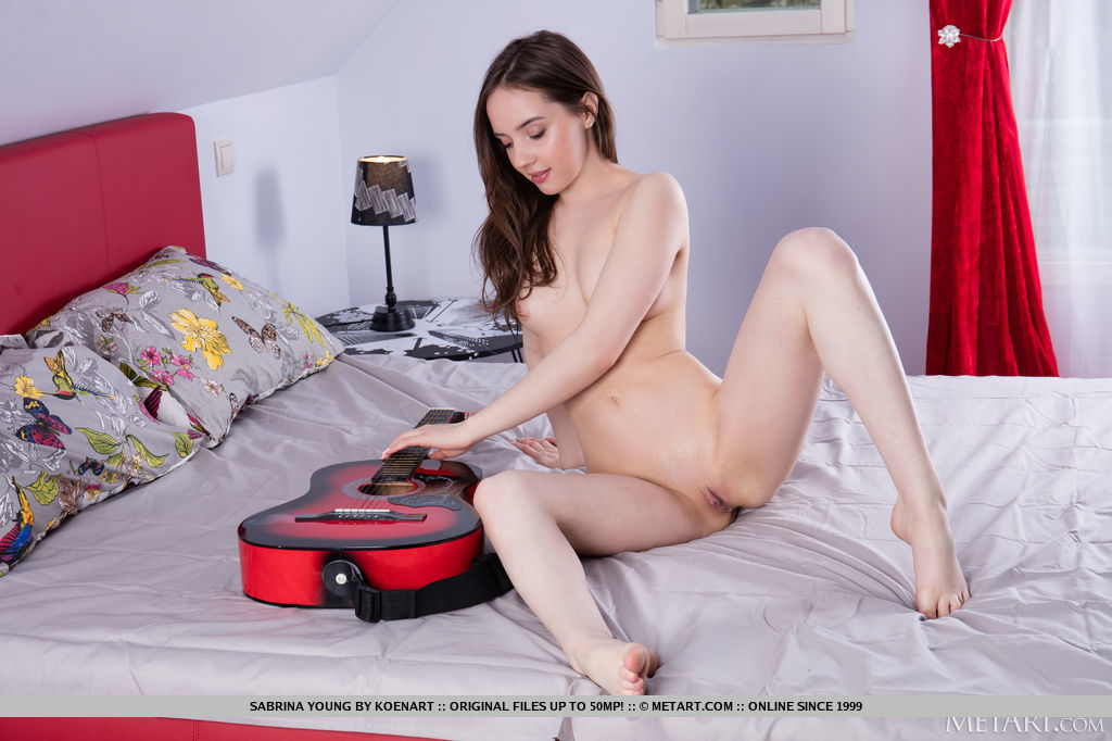 Best enticing model Sabrina Young in naked sessions
